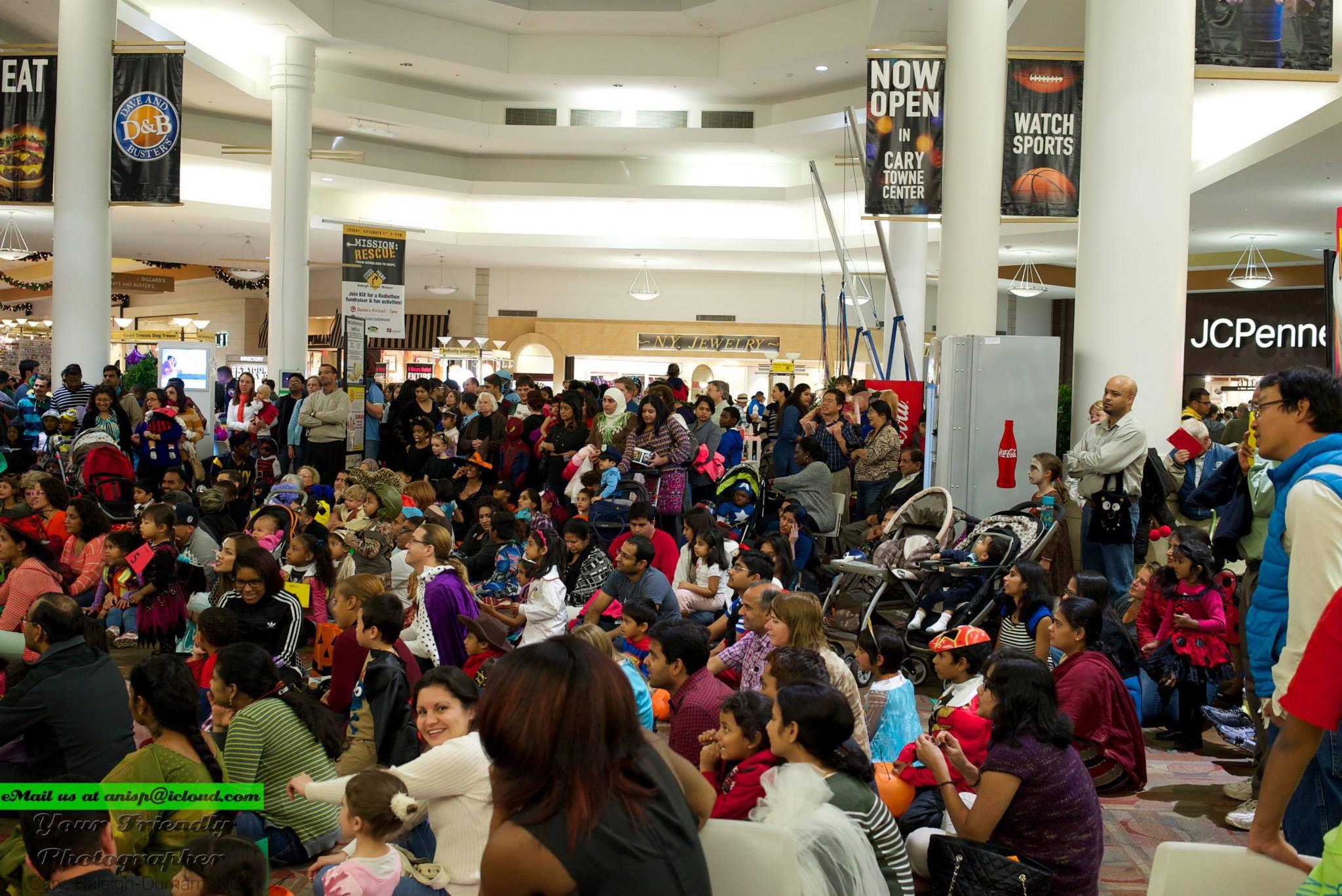 Thronging-crowd-3